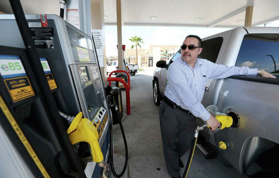 Ramon Contreras pumps E85 fuel into his Chevrolet Silverado at Murphy USA Sunday, Sept. 11, 2016, in Houston. ( Yi-Chin Lee / Houston Chronicle ) Photo: Yi-Chin Lee, Staff / © 2015 Houston Chronicle