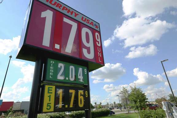 Murphy USA on Crosstimbers Street is one of the retail fueling stations that provides E15 fuel in the Houston area Sunday, Sept. 11, 2016, in Houston. E15 is a higher octane fuel available in 23 states and oil companies claim it damages car engines. ( Yi-Chin Lee / Houston Chronicle )