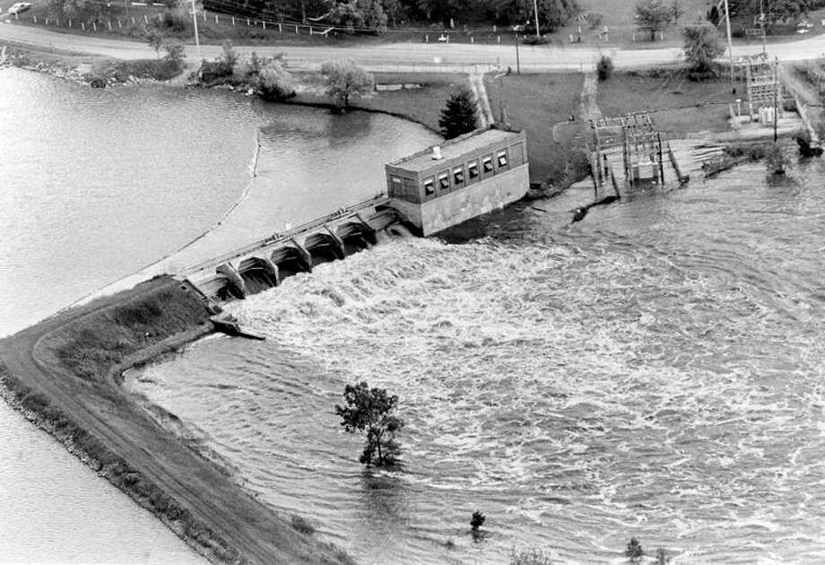 This is what the Sanford Dam looked like on Sept. 13, 1986, two days after a massive rainfall caught the area by surprise. City officials say flood damage downstream in Midland might have been less if Wolverine Power Co., operator of the dam, had exercised more control of spill rates. (Daily News file photo)