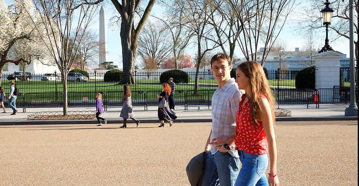 Joseph Gordon-Levitt as Edward Snowden and Shailene Woodley as Lindsay Mills in a scene from the movie