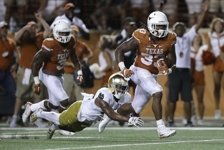 AUSTIN, TX - SEPTEMBER 04:  D'Onta Foreman #33 of the Texas Longhorns rushes for a 19-yard touchdown during the fourth quarter against the Notre Dame Fighting Irish at Darrell K. Royal-Texas Memorial Stadium on September 4, 2016 in Austin, Texas.  (Photo by Ronald Martinez/Getty Images)