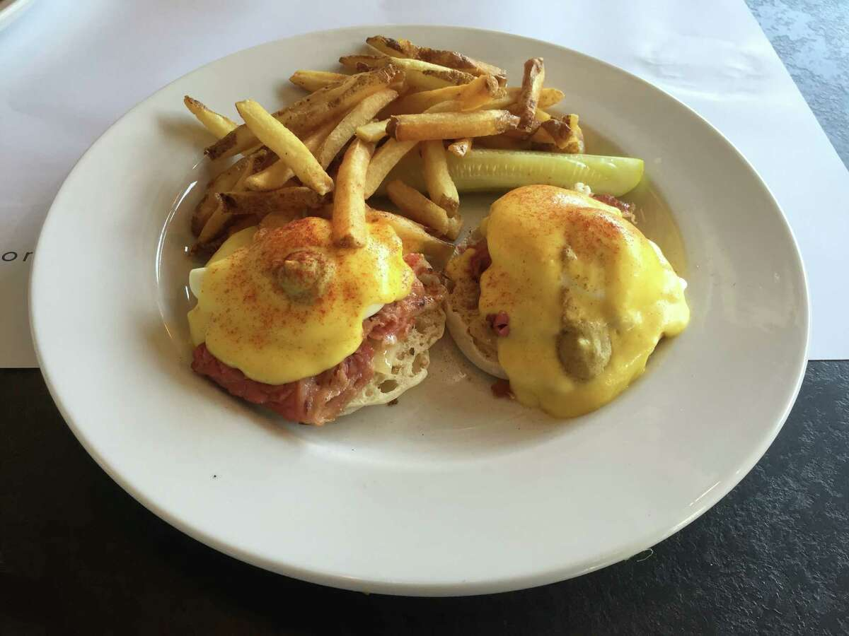 Montreal Benedict at Eggspectation includes a thin slice ofMontreal-style smoked meat (similar to corned beef), anEnglish muffin with Dijon mustard, Swisscheese, poached eggs and hollandaise sauce.