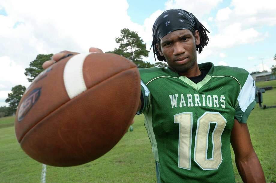 Tavian Mayfield joined Legacy's football team last week after being removed form Nederland's team. Mayfield's coach Troy Esprit said that Mayfield will join the team under a specialized contract. Photo taken Monday, September 13, 2016 Guiseppe Barranco/The Enterprise Photo: Guiseppe Barranco, Photo Editor