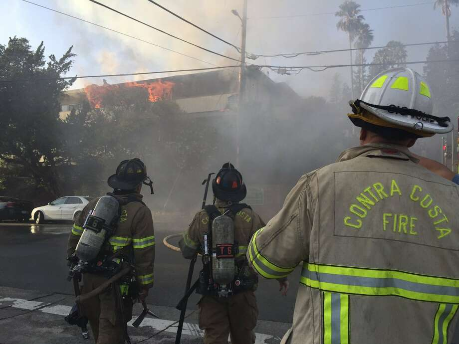 A two-alarm fire burned through six apartment units in Walnut Creek Tuesday evening. Photo: Evan Sernoffsky / The Chronicle / /