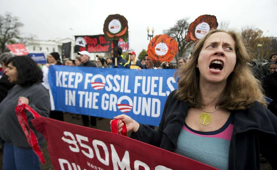 Protesters rally outside the White House in 2015 in support of climate talks in Paris. Photo: Manuel Balce Ceneta, Associated Press