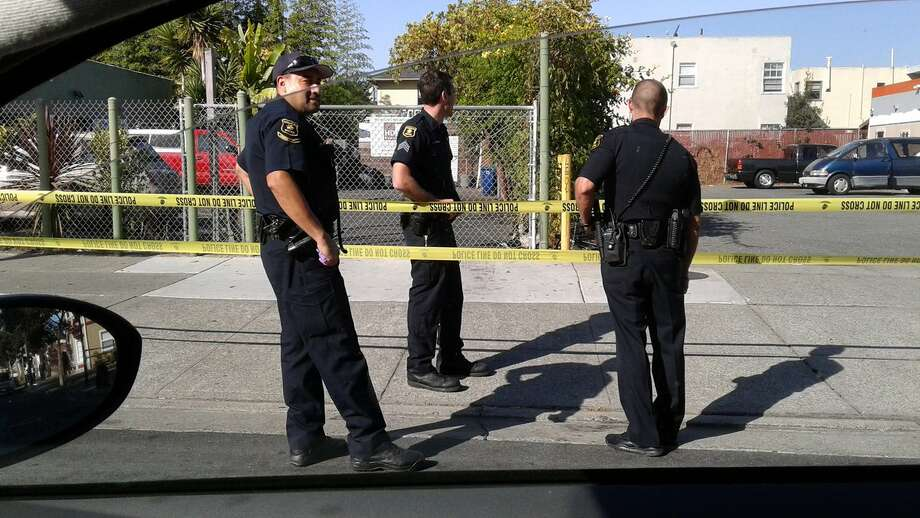 Police closed Stanton Street after gunshots were heard in the area of Ashby Avenue and Sacramento Street in Berkeley Wednesday morning, prompting officers to comb the neighborhood for suspects. Photo: Daniel McPartlan / Daniel McPartlan