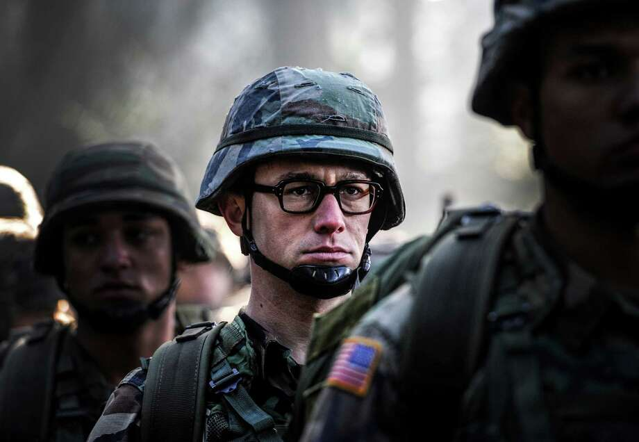 """This image released by Open Road shows Joseph Gordon-Levitt in a scene from, """"Snowden."""" (Open Road Films via AP) ORG XMIT: NYET808 / Jürgen Olczyk"""