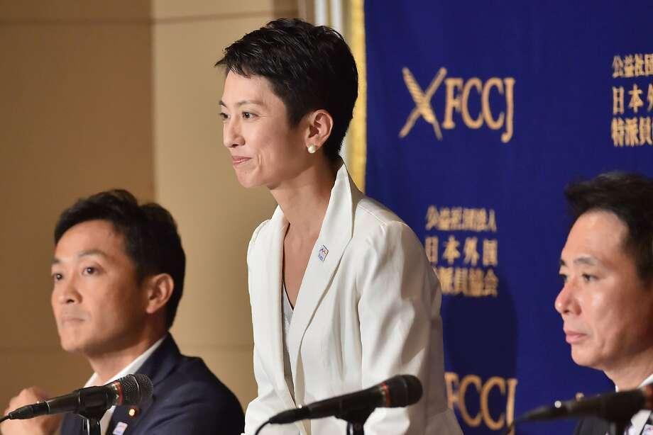 Renho Murata (center), Photo: KAZUHIRO NOGI, AFP/Getty Images