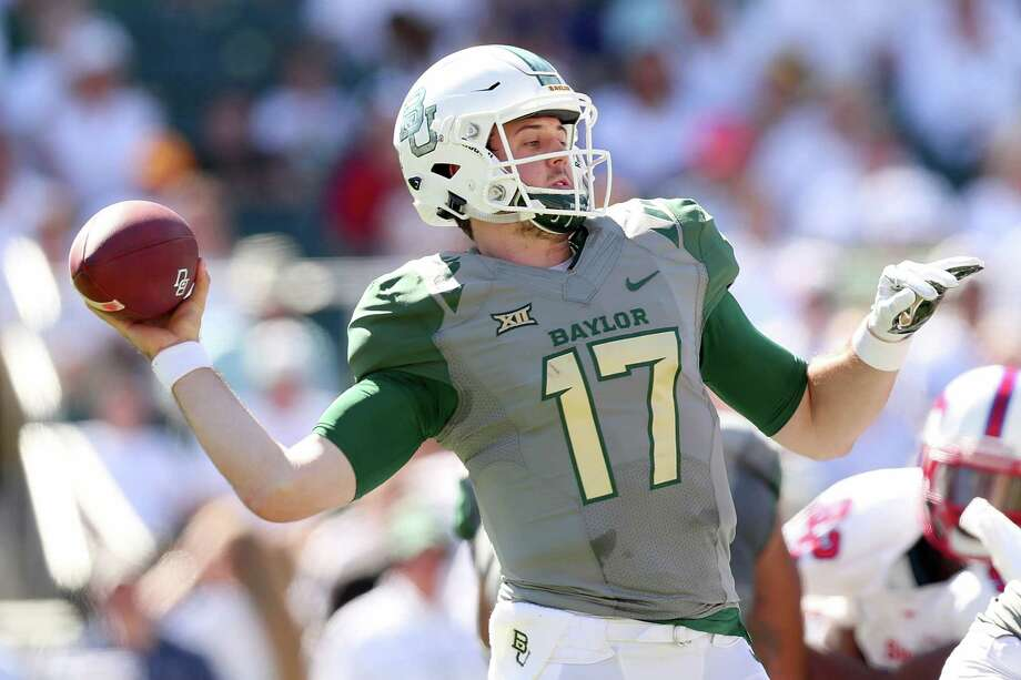 WACO, TX - SEPTEMBER 10:  Seth Russell #17 of the Baylor Bears looks for an open receiver against the Southern Methodist Mustangs in the first half at McLane Stadium on September 10, 2016 in Waco, Texas.  (Photo by Tom Pennington/Getty Images) Photo: Tom Pennington, Staff / 2016 Getty Images