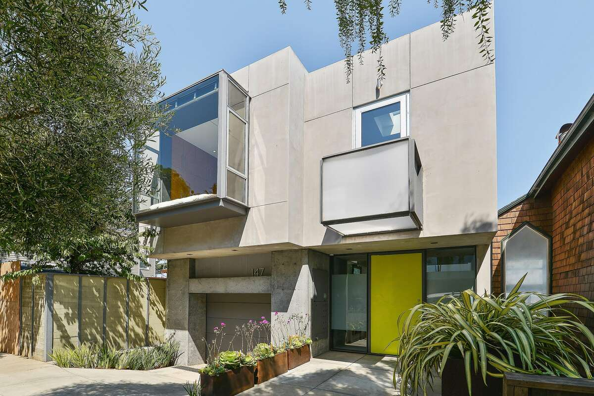 The environmentally conscious design employs Fly Ash concrete (a byproduct of coal-burning power plants) in its facade.