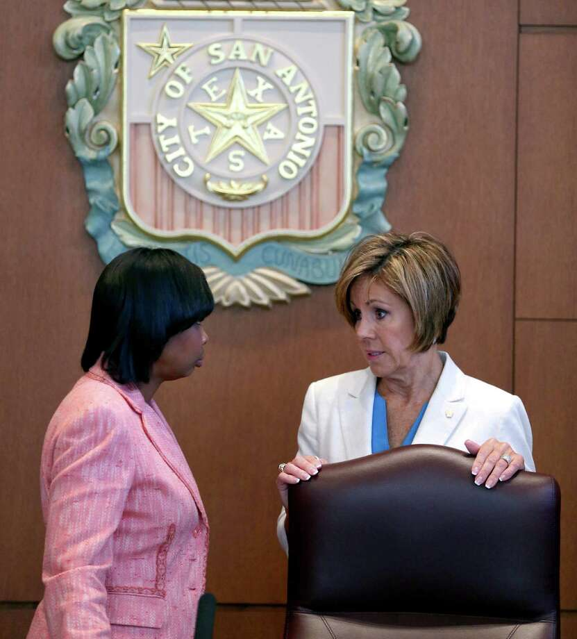 San Antonio Mayor Ivy Taylor, left, and city manager Sheryl Sculley talk Thursday morning Sept. 15, 2016 in city council chambers before the council approved the city's Fiscal Year 2017 operating budget. Photo: William Luther, Staff / San Antonio Express-News / © 2016 San Antonio Express-News
