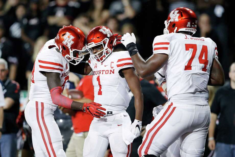 CINCINNATI, OH - SEPTEMBER 15: Greg Ward Jr. #1 of the Houston Cougars celebrates with teammates after rushing for a three-yard touchdown in the fourth quarter against the Cincinnati Bearcats at Nippert Stadium on September 15, 2016 in Cincinnati, Ohio. Houston defeated Cincinnati 40-16. Photo: Joe Robbins, Getty Images / 2016 Getty Images