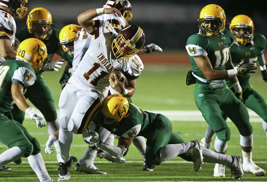 Indian quarterback tries going right up the middle against the Husky defense as Holmes hosts Harlandale at Gustafson Stadium on September 15, 2016. Photo: TOM REEL, STAFF / SAN ANTONIO EXPRESS-NEWS / 2016 SAN ANTONIO EXPRESS-NEWS