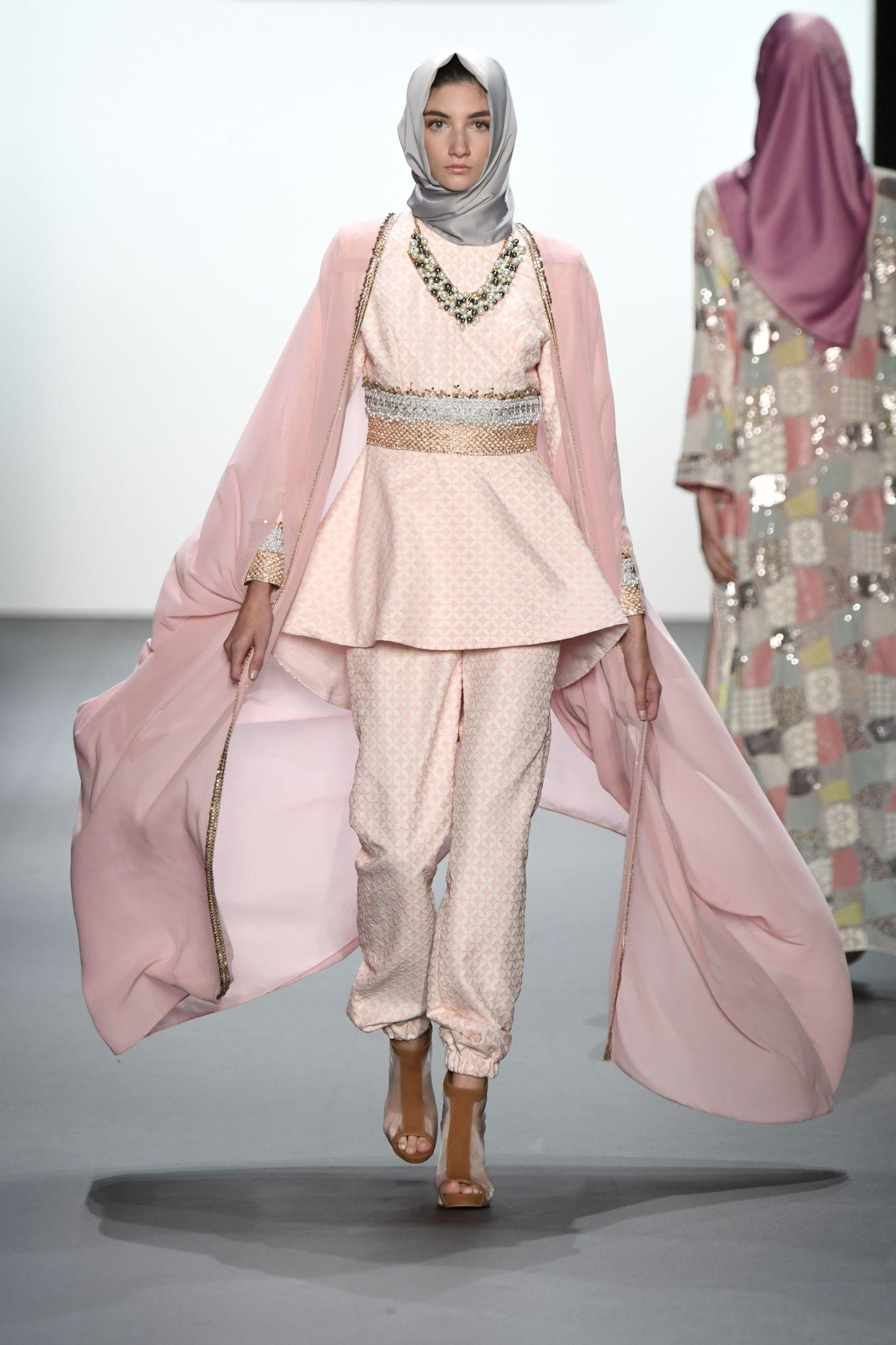 Muslim Designer Creates Amazing Hijab Fashion For New York