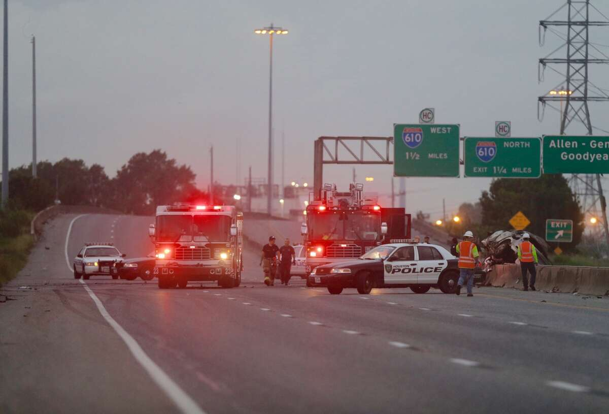 Highway 225 is completely shut down in both directions Friday morning as authorities investigate a wrong-way crash that occurred overnight, Sept. 16, 2016. (Mark Mulligan / Houston Chronicle)