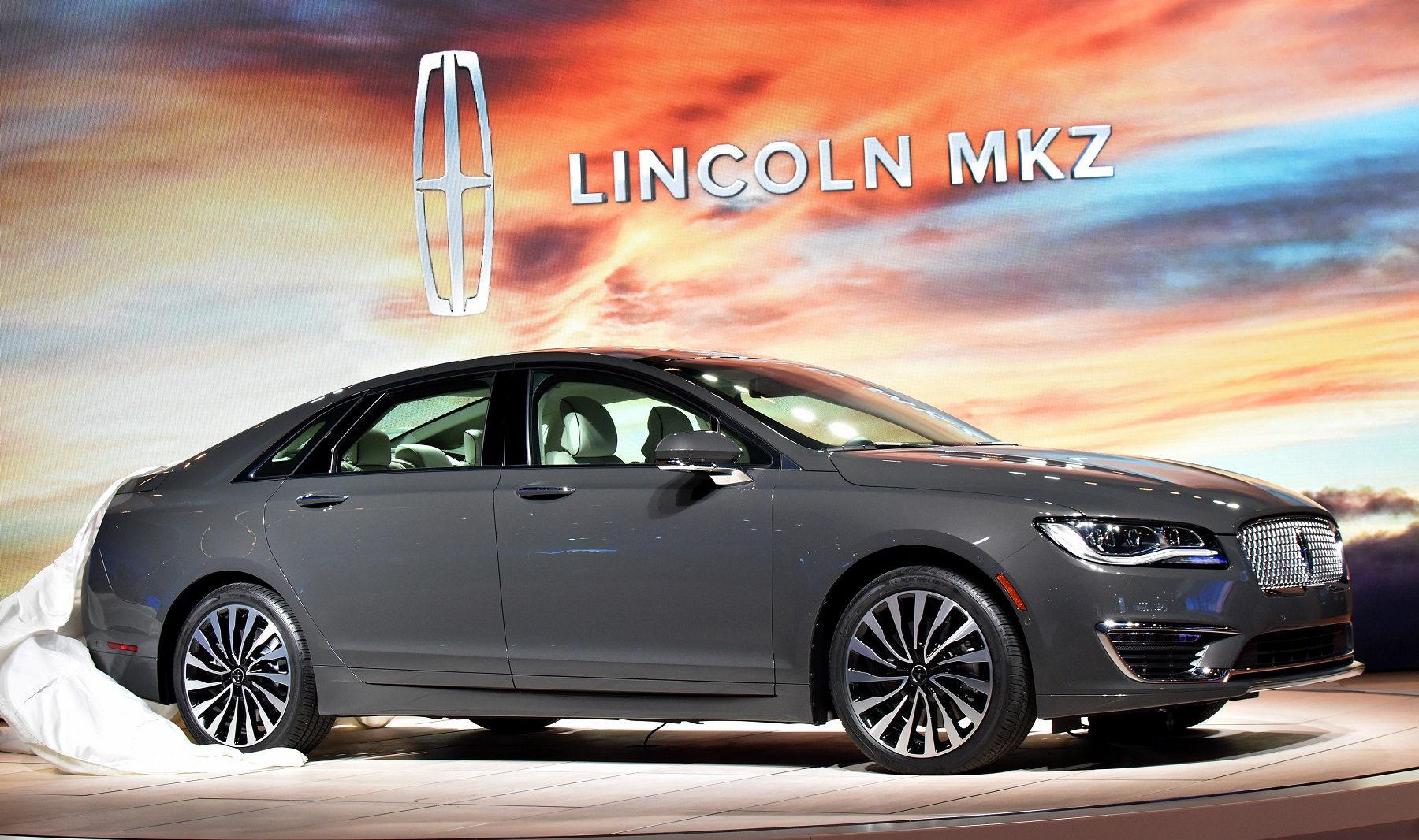 2017 Lincoln MKZ: Quiet, potent luxury with 400 hp