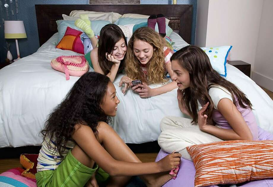 One girl was omitted from a sleepover, causing her mom to complain. Photo: Jupiterimages, Getty Images