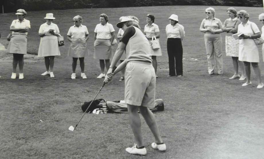 Sarah Hunter coaching a women's clinic in the mid-1980s. (Photo courtesy of Manchester Country Club)