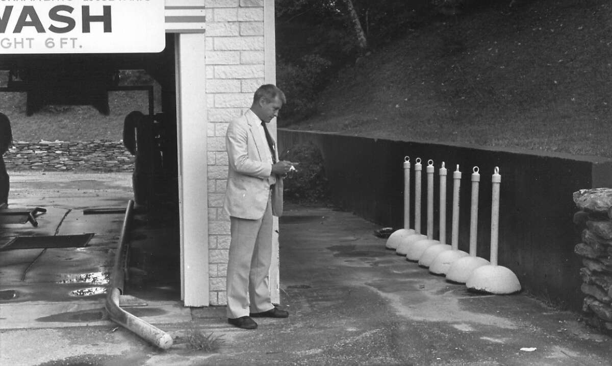 Manchester Police Detective Russell Taxter in the alley where Sarah Hunter's car was found in September, 1986. (Manchester Journal photo)