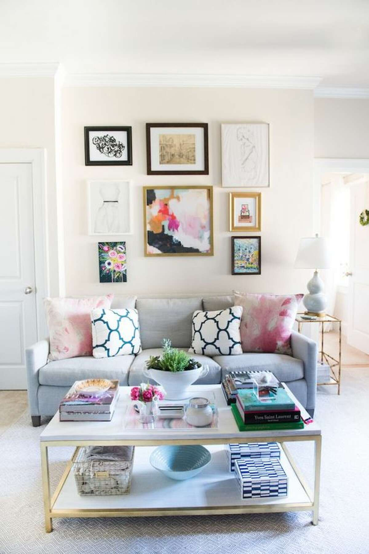 Using pale or brighter colors can create a more open and clean space in nearly any apartment. Photo: Pinterest