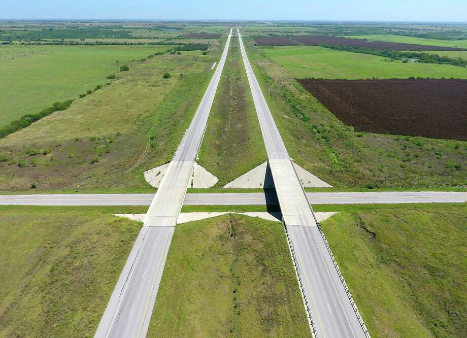 A desolate stretch of State Highway 130 between Seguin and Mustang Ridge is seen in this aerial photo made with a remote-controlled quadcopter. Photo: William Luther, San Antonio Express-News / © 2016 San Antonio Express-News