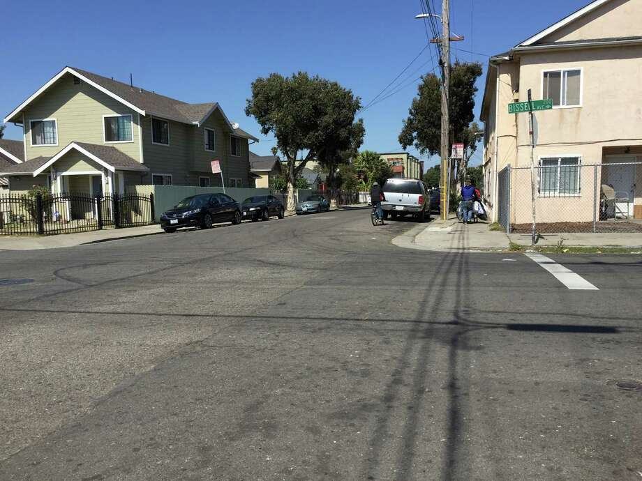 An errant bullet fired in a shooting at Second Street and Bissell Avenue in Richmond Friday morning, left a 1-year-old baby wounded in the leg. Photo: Sarah Ravani / The Chronicle / /