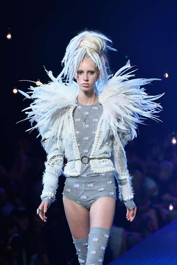 NEW YORK, NY - SEPTEMBER 15: A model walks the runway at the Marc Jacobs fashion show during New York Fashion Week at Hammerstein Ballroom on September 15, 2016 in New York City. Photo: Slaven Vlasic, Getty Images