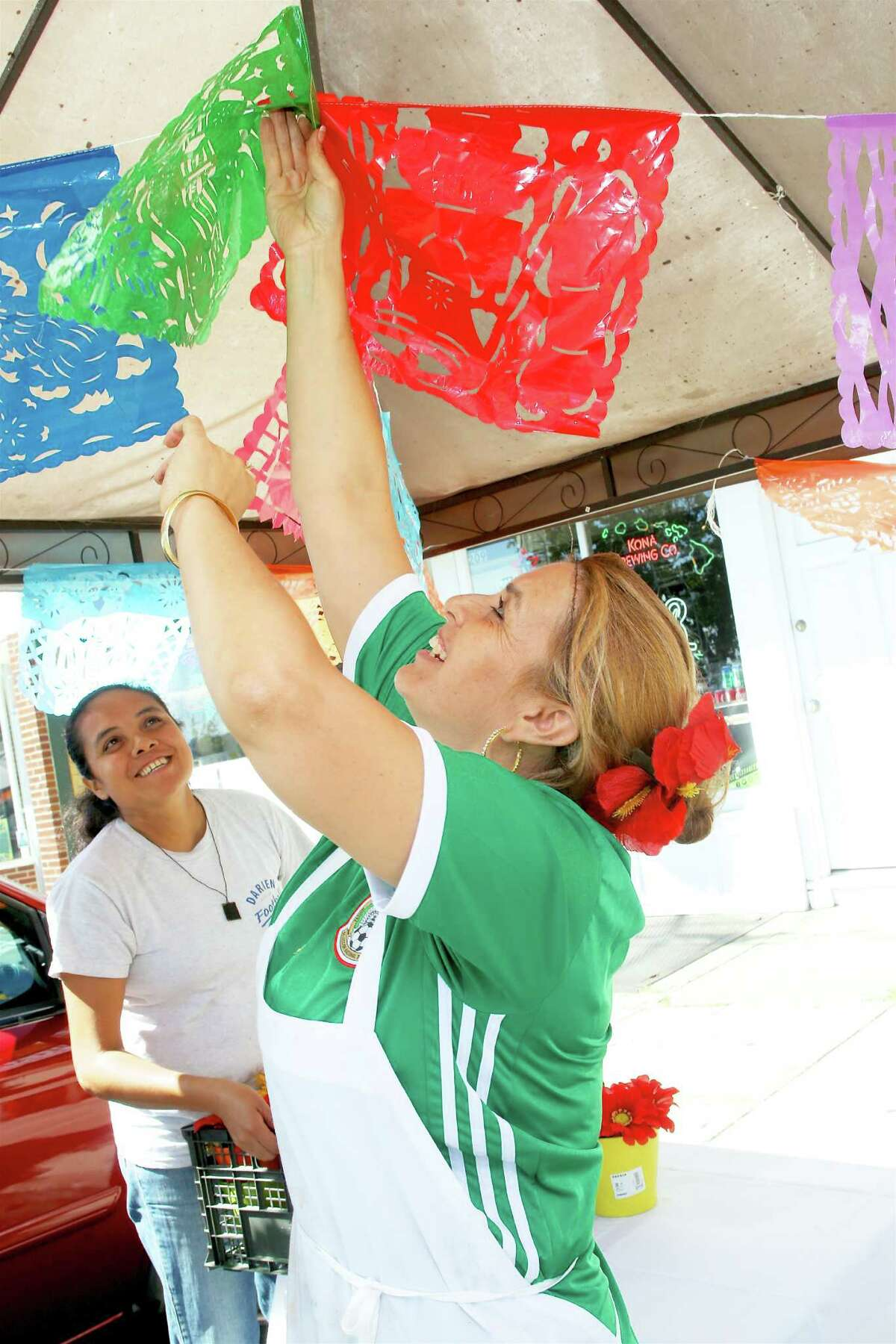 Anna Loza decorates in preparation for a Mexican Independence Day celebration at Los Molcajetes restaurant in Norwalk September 16, 2016.