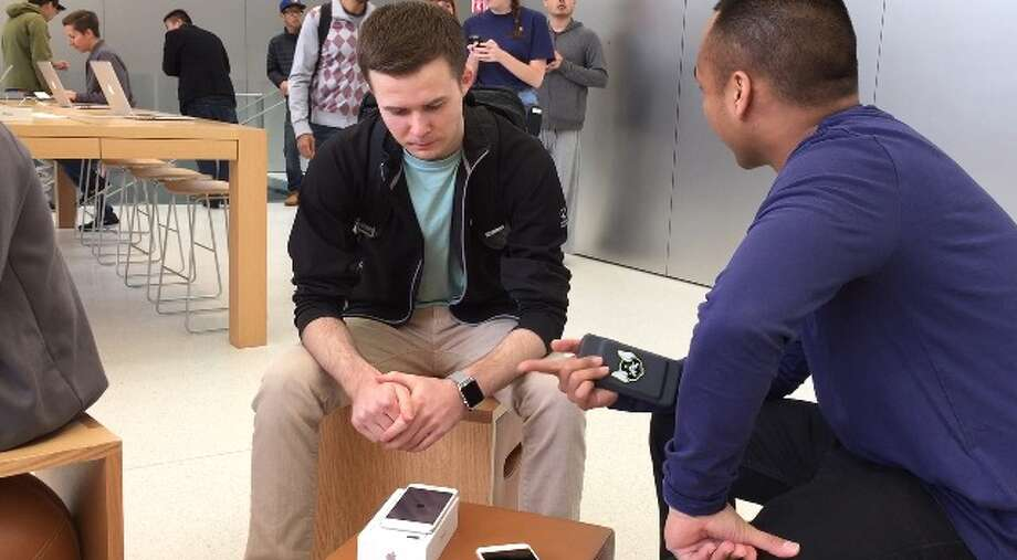 Dylan McManus activates his new iPhone at the Apple Store in Union Square on Friday morning. Photo: Sarah Ravani / The Chronicle / /