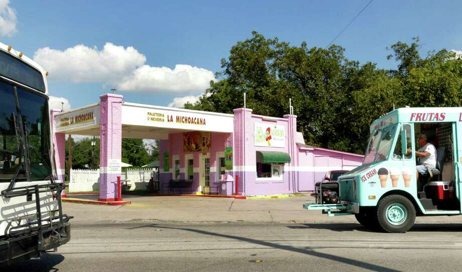 La Michoacana Palateria/Neveria, 850 W. Cincinnati St., is a former circa-1936 Gulf Oil staton with decorative brick inlays on the columns. From 1938 to 1967, it was known as the Hathaway Service Station. Photo: Billy Calzada, Staff / San Antonio Express-News / San Antonio Express-News