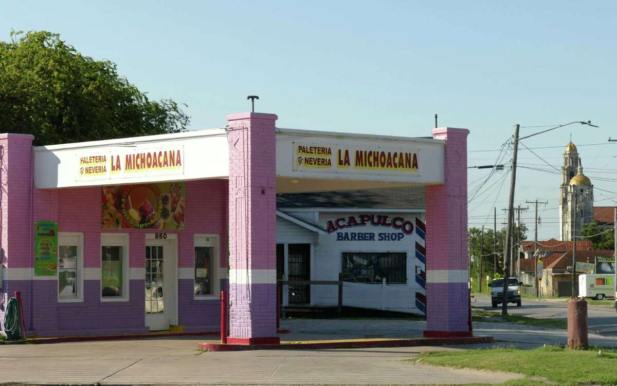 La Michoacana Palateria/Neveria, 850 W. Cincinnati St., is a former circa-1936 Gulf Oil staton with decorative brick inlays on the columns. From 1938 to 1967, it was known as the Hathaway Service Station.