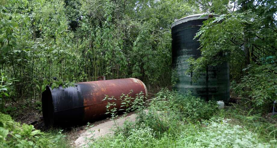 The state's oil and gas regulator, the Railroad Commission of Texas, doesn't project whether the number of its orphan wells will rise or fall. But many industry groups expect the numbers to rise because of the bust in oil prices. Texas has an inventory of more than 9,500 abandoned oil wells, a number that has been rising since 2013. Photo: William Luther /San Antonio Express-News / © 2016 San Antonio Express-News
