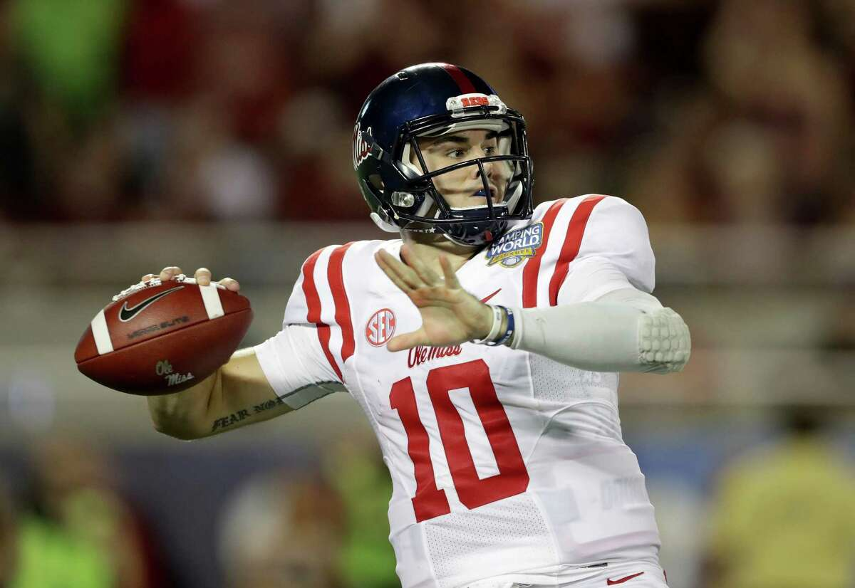 ORLANDO, FL - SEPTEMBER 05: Chad Kelly #10 of the Mississippi Rebels drops back to pass against the Florida State Seminoles uring the Camping World Kickoff at Camping World Stadium on September 5, 2016 in Orlando, Florida. (Photo by Streeter Lecka/Getty Images) ORG XMIT: 658522679