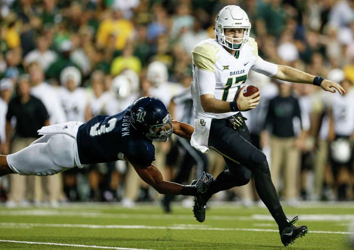 Baylor quarterback Seth Russell (17) breaks away from Rice defensive end Derek Brown (3) as he runs out of the pocket during the second quarter of an NCAA football game at Rice Stadium on Friday, Sept. 16, 2016, in Houston.