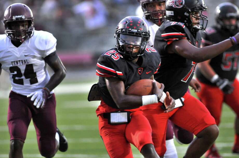 Memorial's Elijah Hines turns upfield on the way to a first quarter touchdown as the Titans hosted the Central Jaguars on Friday at Memorial Stadium in Port Arthur. (Mike Tobias/The Enterprise) Photo: Mike Tobias/The Enterprise