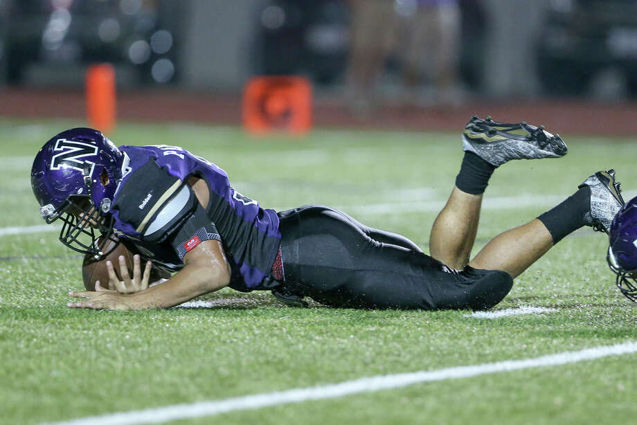 Navarro's Matt Gomez recovers a fumble during the second half of their non-district game at Erwin-Lee Field in Geronimo on Friday, Sept. 16, 2016.  Navarro beat La Grange 42-13.  MARVIN PFEIFFER/ mpfeiffer@express-news.net Photo: Marvin Pfeiffer, Staff / San Antonio Express-News / Express-News 2016