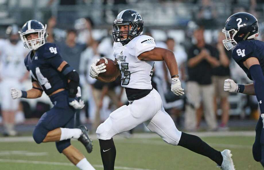 Steele running back Brendan Brady finds a seam in the middle and outruns defenders Ricky Rios (left) and Chandler Beam for a first-quarter touchdown . Photo: Tom Reel / San Antonio Express-News. / 2016 SAN ANTONIO EXPRESS-NEWS