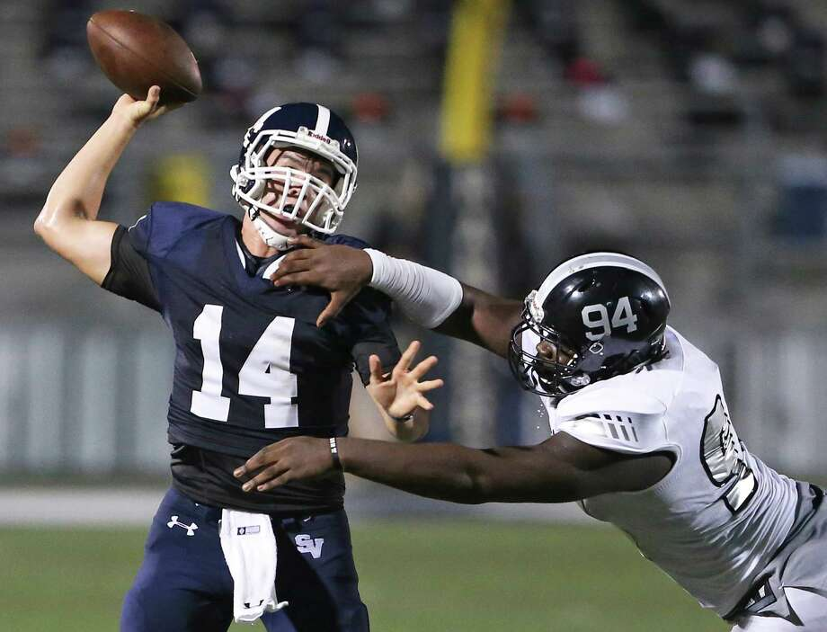 Smithson Valley quarterback Josh Adkins gets off a pass under pressure from Steele defensive tackle Joshua Croslen Smiths at Ranger Stadium Stadium on Sept. 16, 2016. Photo: Tom Reel /San Antonio Express-News / 2016 SAN ANTONIO EXPRESS-NEWS