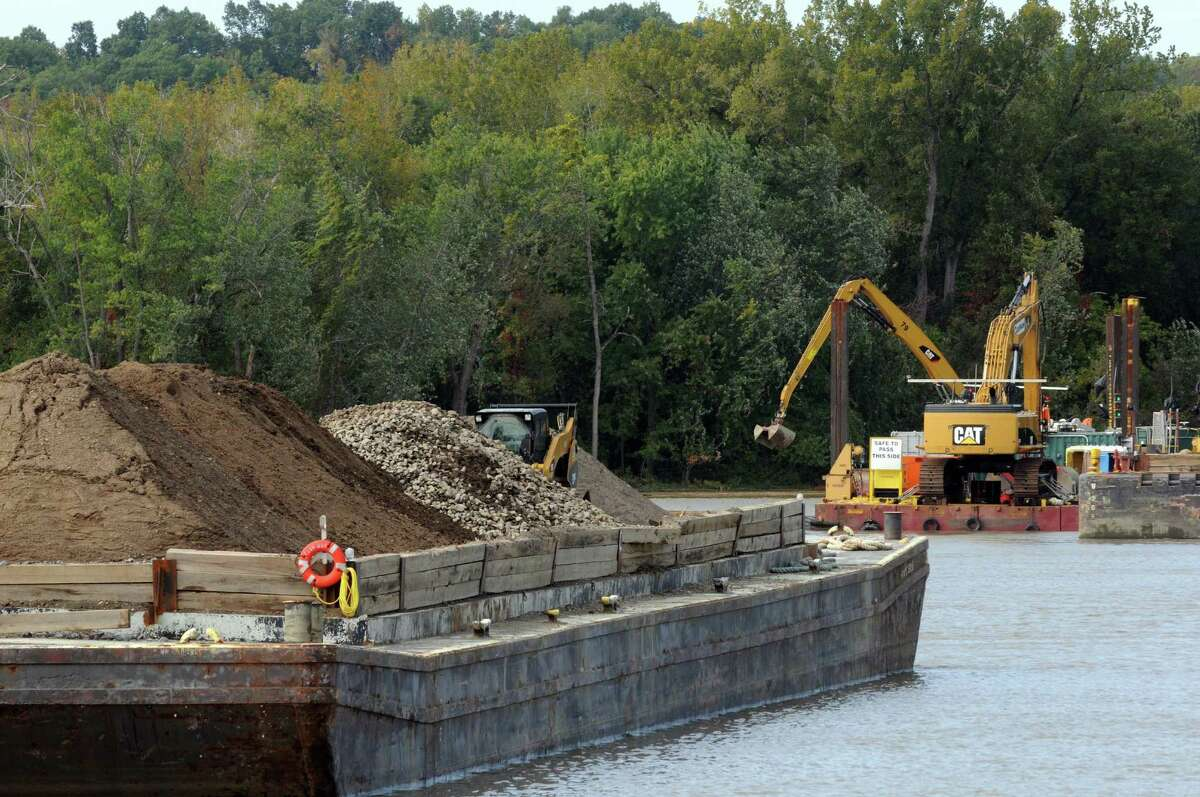 Dredging operations on the Hudson River near Lock 2 on Thursday Oct. 1, 2015 in Halfmoon , N.Y. (Michael P. Farrell/Times Union)