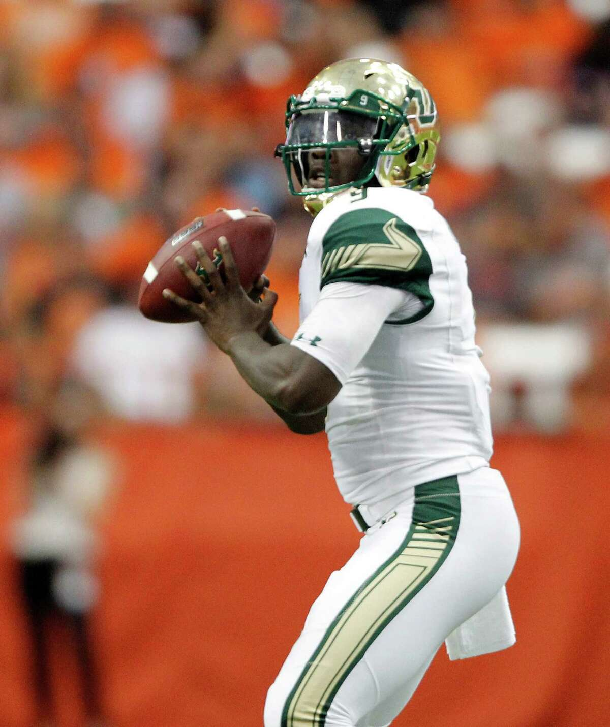 South Florida's Quinton Flowers looks to pass the ball in the second quarter an NCAA college football game against Syracuse in Syracuse, N.Y., Saturday, Sept. 17, 2016. (AP Photo/Nick Lisi) ORG XMIT: NYNL109
