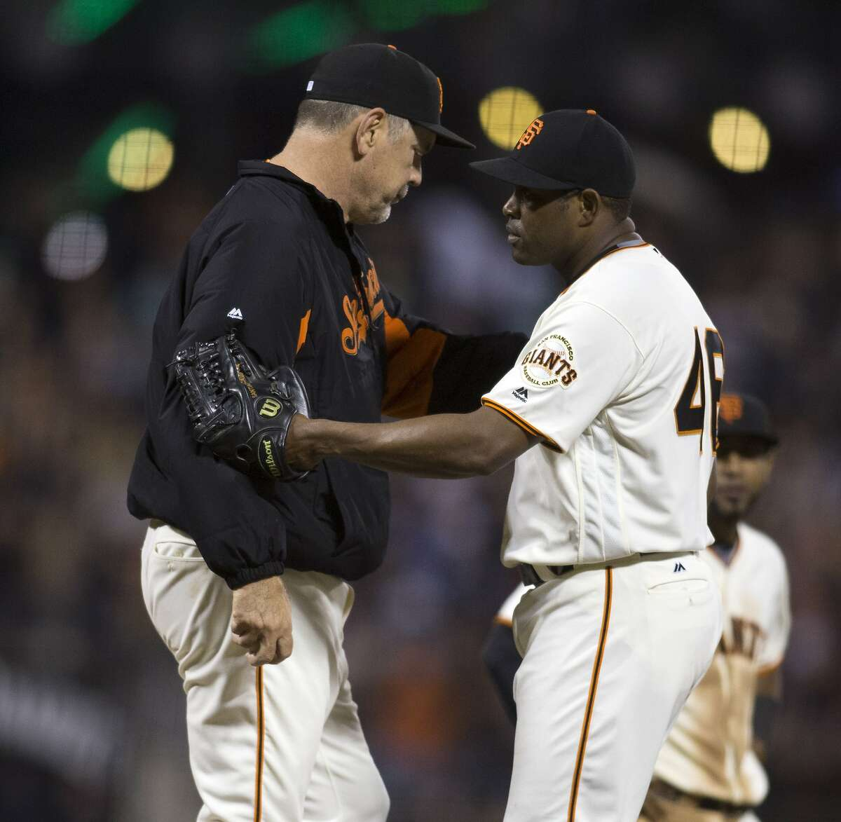 San Francisco Giants manager Bruce Bochy, left, takes the ball from reliever Santiago Casilla during the ninth inning of a baseball game against the St. Louis Cardinals, Saturday, Sept. 17, 2016, in San Francisco. Casilla was the losing pitcher as the Cardinals won 3-2. (AP Photo/D. Ross Cameron)