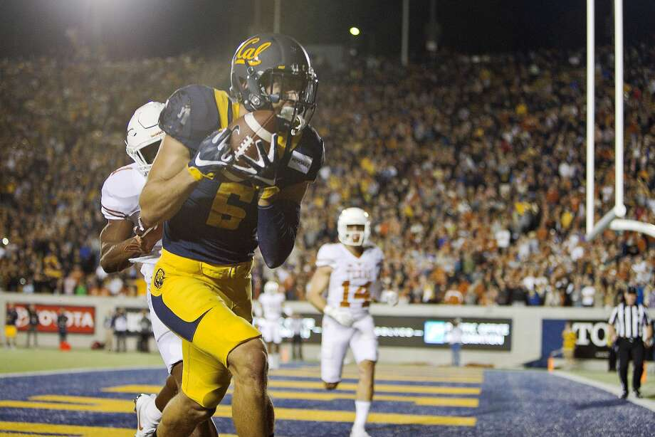 BERKELEY, CA - SEPTEMBER 17:  Wide receiver Chad Hansen #6 of the California Golden Bears catches a pass for a touchdown against the Texas Longhorns on September 17, 2016 at California Memorial Stadium in Berkeley, California.  (Photo by Brian Bahr/Getty Images) Photo: Brian Bahr, Getty Images