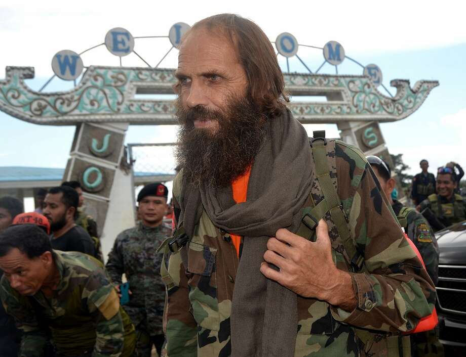Kjartan Sekkingstad prepares to board a plane in Sulu province after his release by militants. Photo: Nickee Butlangan, Associated Press