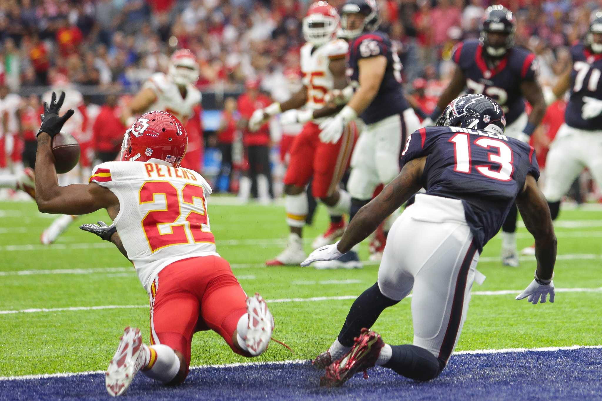 Chiefs\' Marcus Peters drinks water during National Anthem - Houston ...