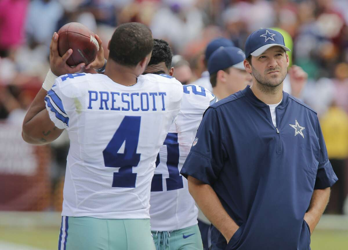 Dallas Cowboys quarterback Dak Prescott (4) and quarterback Tony Romo (9) watch from the sideline as the Dallas Cowboys play the Washington Redskins on Sunday, Sept. 18, 2016 at FedEx Field in Landover, Md. (Rodger Mallison/Fort Worth Star-Telegram/TNS)