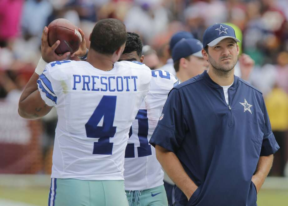 Dallas Cowboys quarterback Dak Prescott (4) and quarterback Tony Romo (9) watch from the sideline as the Dallas Cowboys play the Washington Redskins on Sunday, Sept. 18, 2016 at FedEx Field in Landover, Md. (Rodger Mallison/Fort Worth Star-Telegram/TNS) Photo: Rodger Mallison, TNS