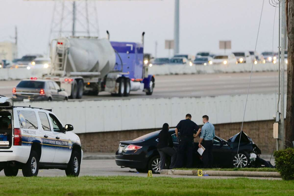 Police investigate the scene of a crash on the southbound U.S. 59 feeder road past S. Kirkwood Road that ended a chase starting in the midtown area at 3:15 a.m. Monday, Sept. 19, 2016. The fleeing driver died, but it was not immediately known if the cause of death was the crash or a self-inflicted gunshot wound. (Mark Mulligan / Houston Chronicle)