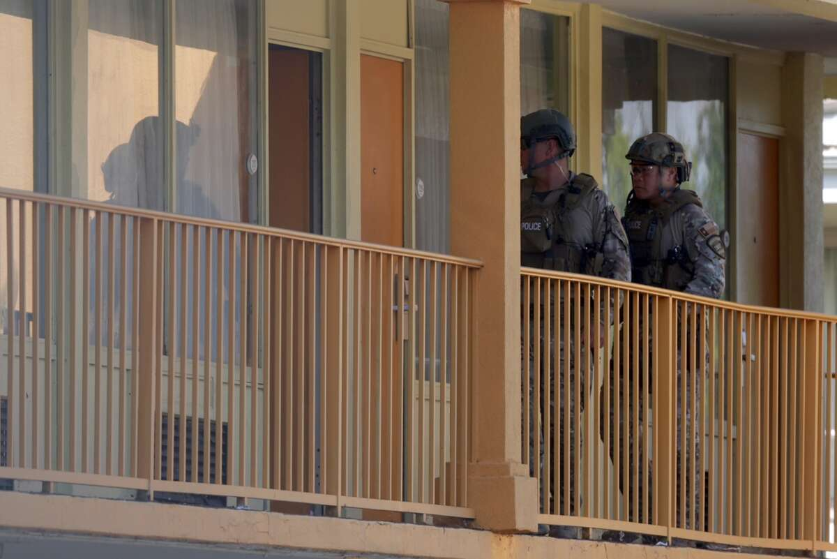 SWAT team responds about 9 a.m. Monday, Sept 19, 2016, to a Motel 7 at 10155 East Freeway in east Houston where an armed man had barricaded himself in a bathroom inside a room after authorities tried to serve a warrant. (Mark Mulligan / Houston Chronicle)