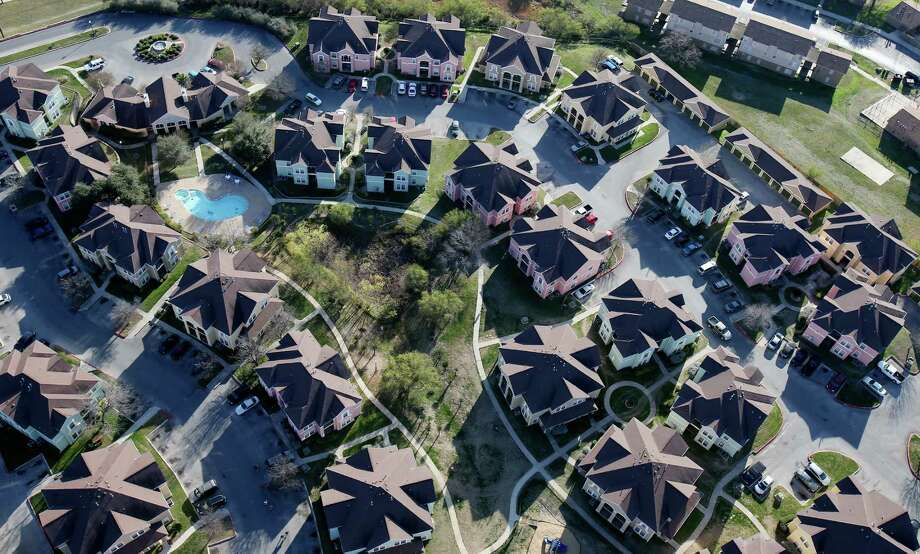 In August, San Antonio median home prices rose 6.8 percent year-over-year to $211,800, marking the fourth month in a row that they had remained above $200,000. Photo: Jerry Lara /San Antonio Express-News / © 2016 San Antonio Express-News