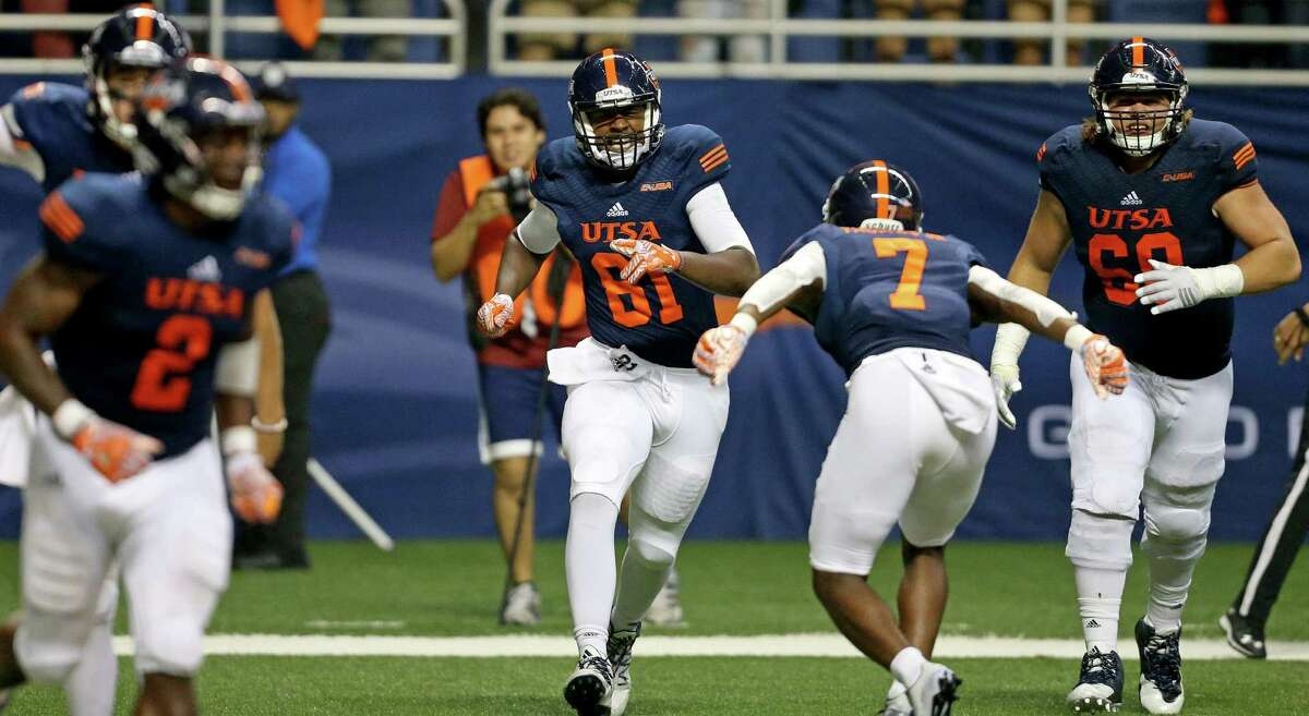 UTSA tight end Shaq Williams (center) celebrates with teammate Kerry Thomas Jr. after scoring a touchdown during second-half action against the Arizona State Sun Devils on Sept. 16, 2016 at the Alamodome.